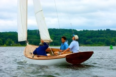 arey's-pond-daysailer-from-astern